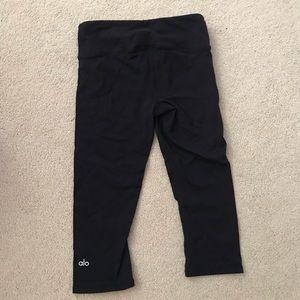 ALO Yoga Pants - ALO yoga black Capri leggings XS